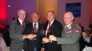 vlnr ÖOC Präsident Karl Stoss, Skilegende Karl Schranz, Willi Opitz, Generalstabchef Commenda